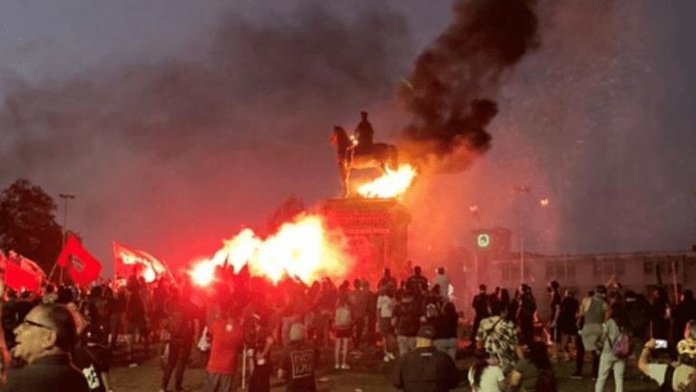 """Desbordes """"solidariza con general Martínez"""" por reclamos ante vandalización del monumento a Baquedano"""