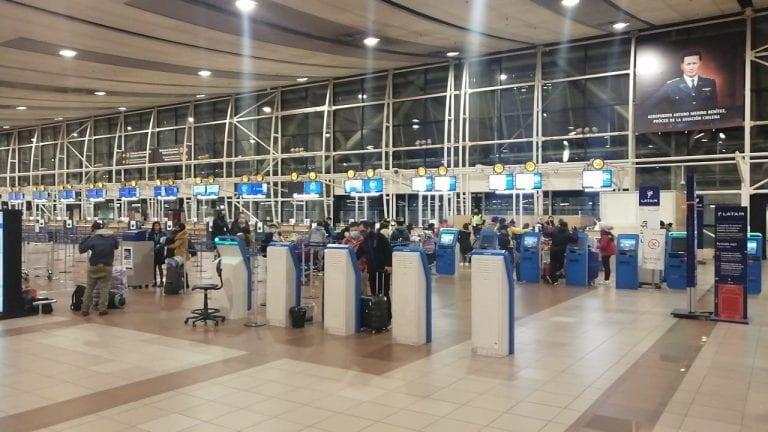 PDI detiene en Aeropuerto de Santiago a 22 haitianos que intentaban ingresar al país con PCRs falsificados