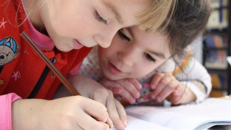 Salud mental y estrés en niños: ¿Cómo ayudarles en el regreso a clases?