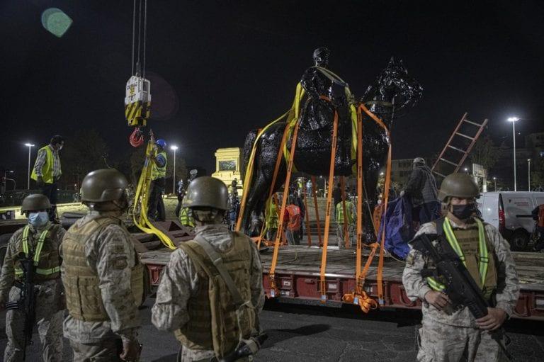 """Principal agencia de EEUU destaca: """"Chile: retiran estatua de héroe de la Guerra del Pacífico"""""""