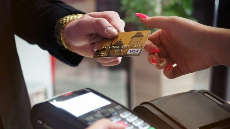 Plataforma transforma pago con tarjeta de crédito en una transferencia y evita aumentar morosidad