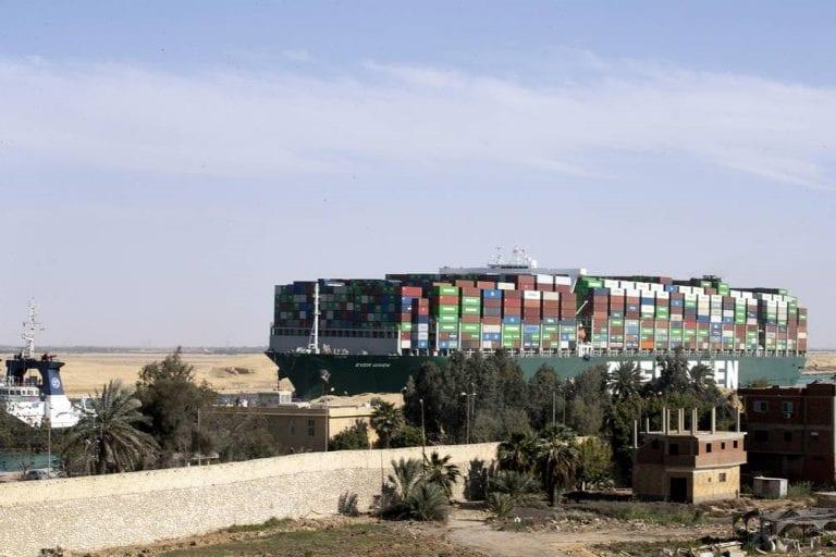 Después de seis días, el Ever Given es desencallado y se reanuda el tráfico en el Canal de Suez