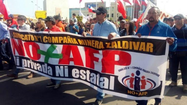 Encuesta Data Influye: 61% de los chilenos piensan que Gobierno fue al TC para proteger a las AFP en vez de cuidar las pensiones