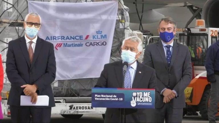 Llegó a Chile el primer embarque de vacunas AstraZeneca