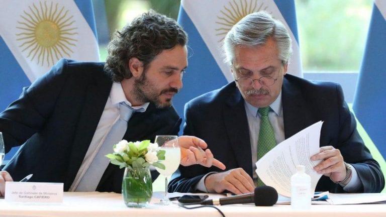 Argentina volvió a la carga: Presidente y jefe de gabinete usan datos falsos de vacunas Pfizer en Chile para justificar problemas en su proceso de vacunación
