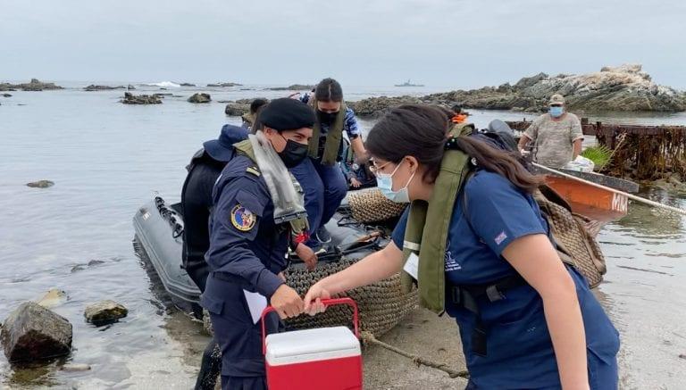 """Lancha misilera """"Chipana"""" apoya vacunación contra Covid-19 en zona aislada del norte de Iquique"""