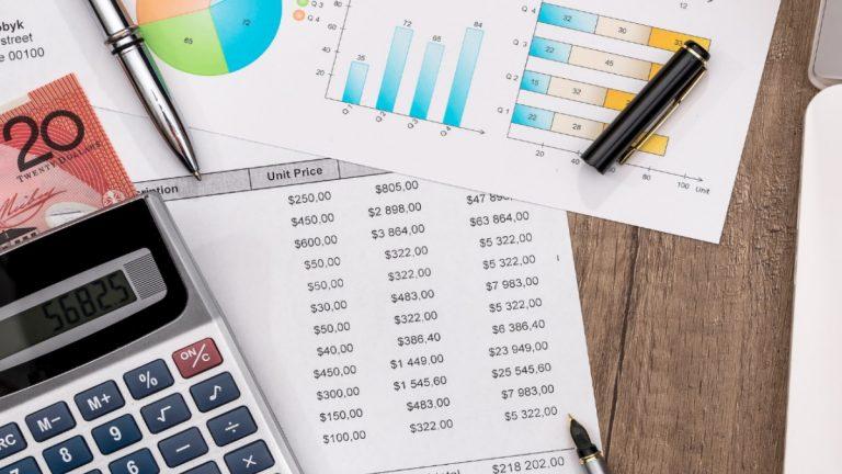 Pagar deudas con el tercer retiro: la recomendación de los expertos para evitar un colapso de la economía