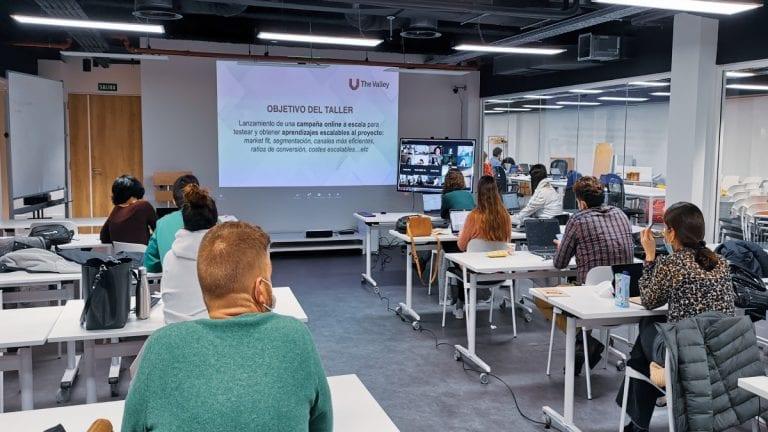 Escuela española The Valley amplía su oferta de diplomados y cursos online en Chile