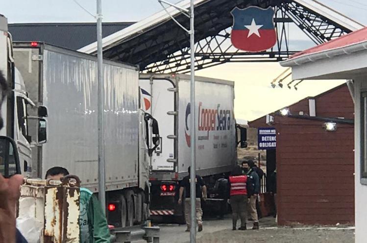 Argentina se victimiza por sus camioneros varados en Chile por movilizaciones en Neuquén que mantienen a camiones chilenos y de otros países inmovilizados