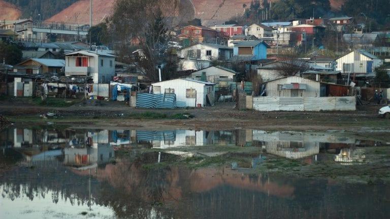 Remecedor estudio revela que campamentos se disparan en Chile y el aumento de la miseria