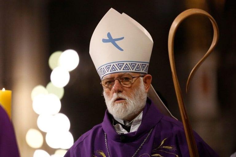 Luego que la Iglesia Católica reclamara por prohibir misas, arzobispo de Santiago da positivo para Covid