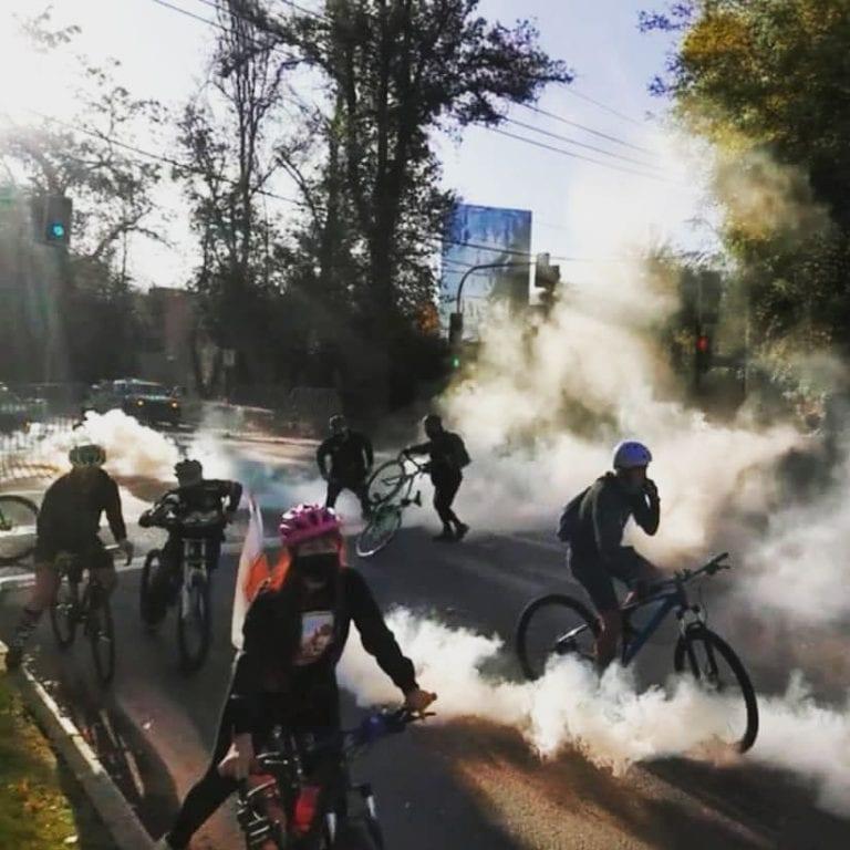 Cientos de ciclistas protestan frente a casa de Presidente Piñera aprovechando franja deportiva
