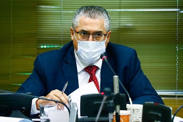 """Senador Pizarro califica como """"gesto político que no ayuda en nada"""" una acusación constitucional contra Piñera"""