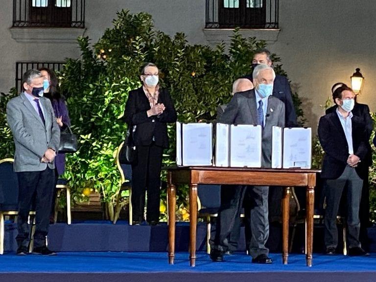 Presidente Piñera anuncia IFE universal y batería de apoyos tributarios y bonos para pymes