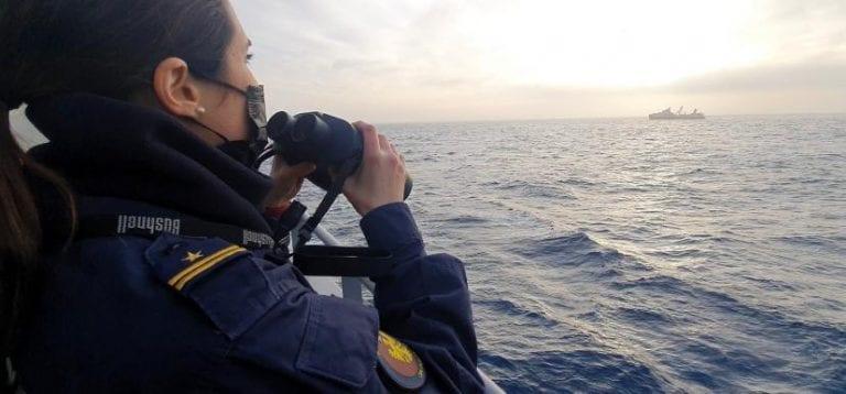 Armada desarrolla intensa campaña de fiscalización en aguas antárticas