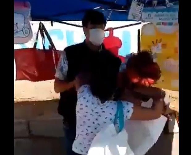 """Candidato a concejal es golpeado en feria de Maipú junto a su esposa y acusa a """"colectivos de izquierda"""""""