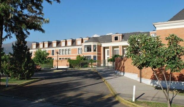 Cuarentena de 12 cursos de colegio Los Alerces pone en debate la vuelta a clases