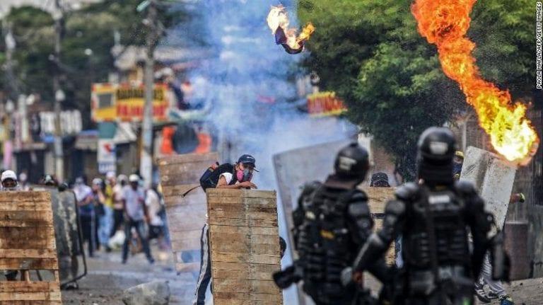 Diputados presentan proyecto de acuerdo para que Presidente condene violencia policial en Colombia