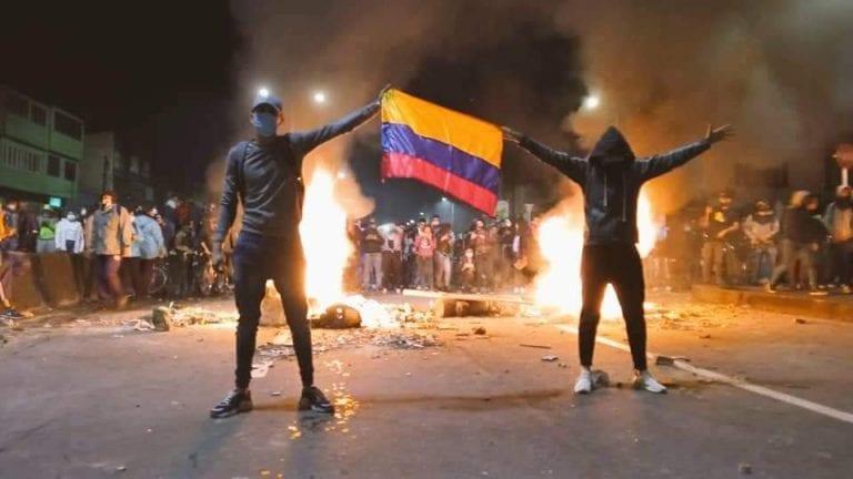 Colombia: Tras 4 días de violentas protestas obligan al gobierno a retirar polémica Reforma Tributaria