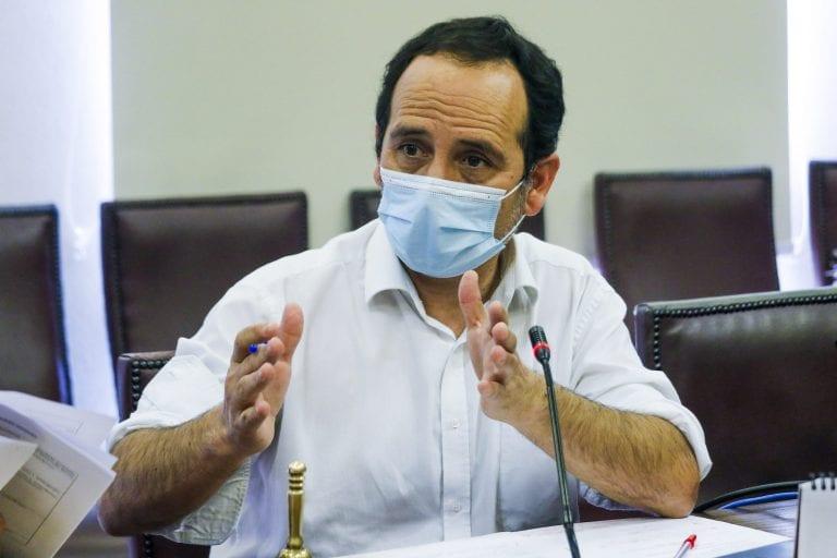 """Comisión de Hacienda de la Cámara destituyó a su presidente, el PC Daniel Núñez, quien acusó un """"golpe blanco"""" de las mineras y la derecha"""