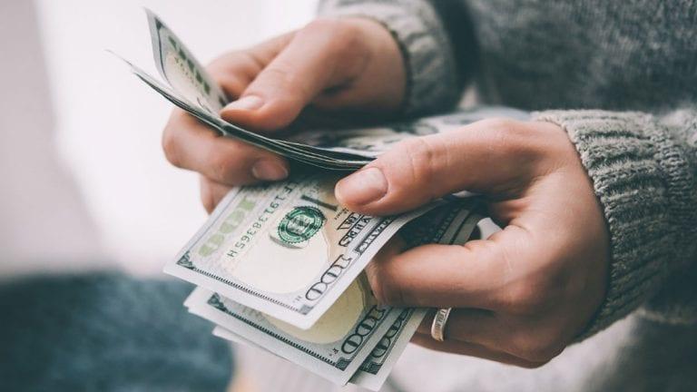 Expertos pronostican: Exceso de liquidez momentáneo disminuirá morosidad en un 30%