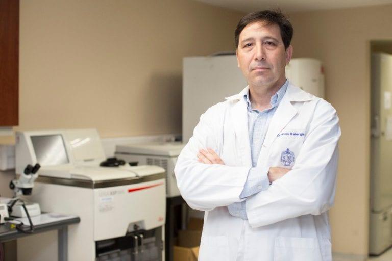"""Director de estudio de Sinovac en Chile: """"En varios países ha habido una sobrevaloración de la vacunación, al punto de pensar que es la solución"""""""