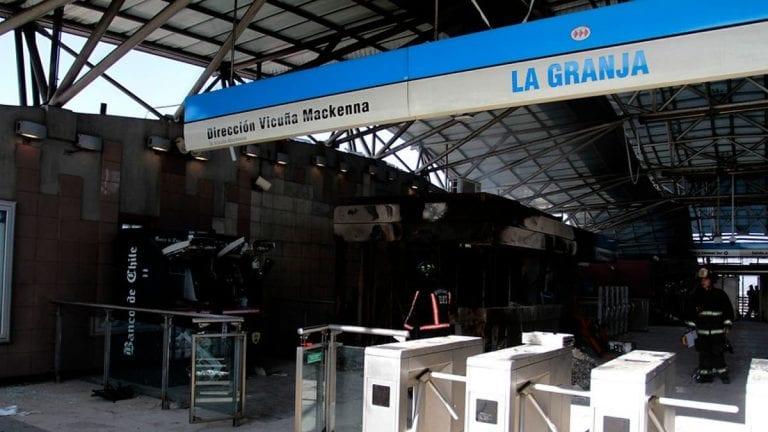 Justicia determinó anular y realizar nuevo juicio por incendio a la metroestación La Granja durante el estallido social