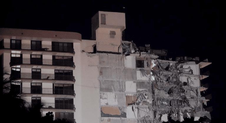 Al menos un muerto en derrumbe de edificio en Miami Beach