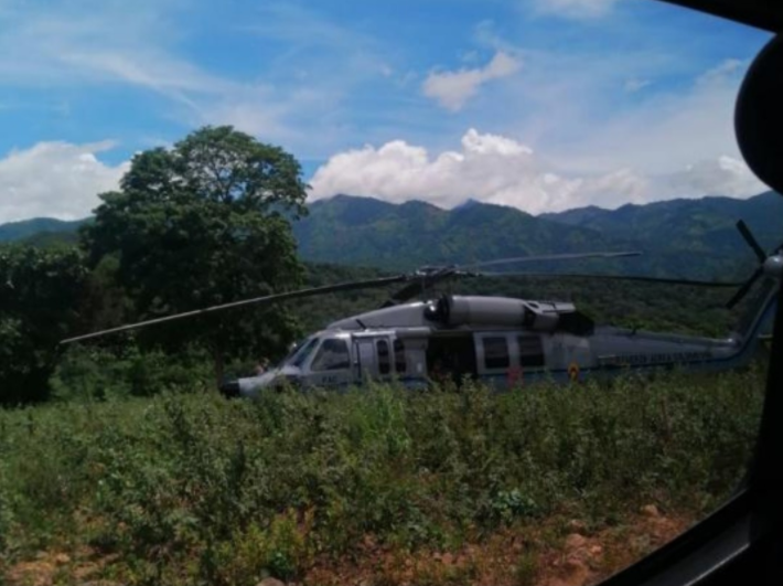 Helicóptero en el que viajaba el presidente de Colombia fue atacado a balazos
