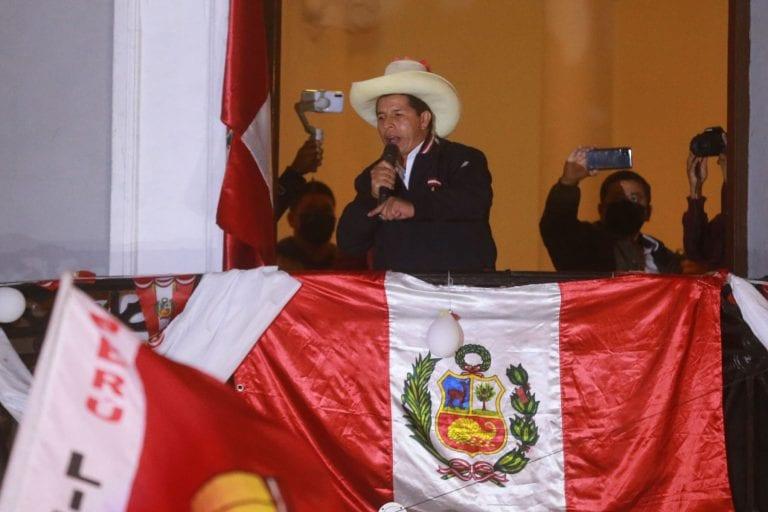 Con el 100% de las actas contabilizadas, Pedro Castillo se convierte en virtual Presidente electo de Perú, restando el pronunciamiento final de la JNE