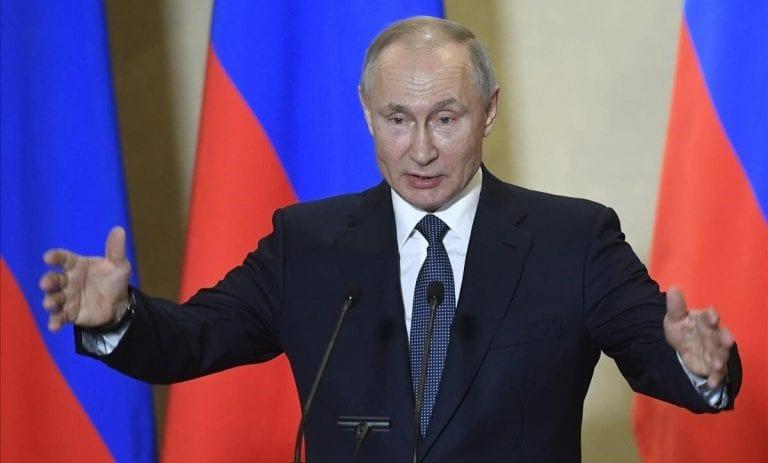"""Putin descarta que Rusia esté en medio de una guerra informática contra EE.UU. y califica la acusación como """"ridícula"""""""