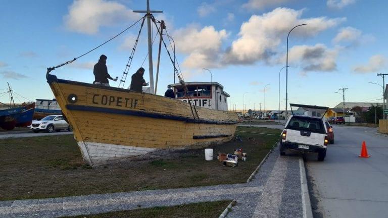 Armada realiza restauración de emblemática embarcación en Bahía Chilota