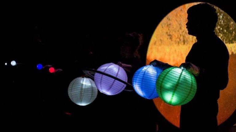 Obra de teatro virtual ofrece un recorrido por el universo