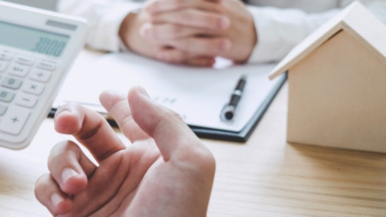 Alza en créditos hipotecarios: alternativas de expertos para que el bolsillo resista
