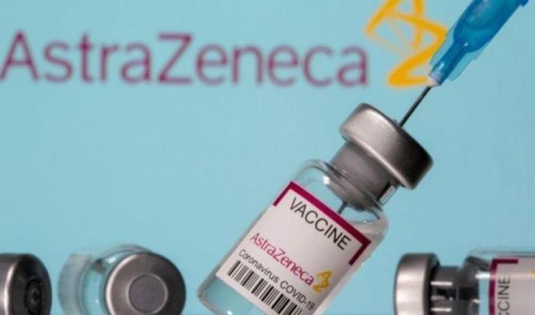 """Minsal suspende vacunación con AstraZeneca a menores de 45 años por resultado """"adverso"""" en paciente"""