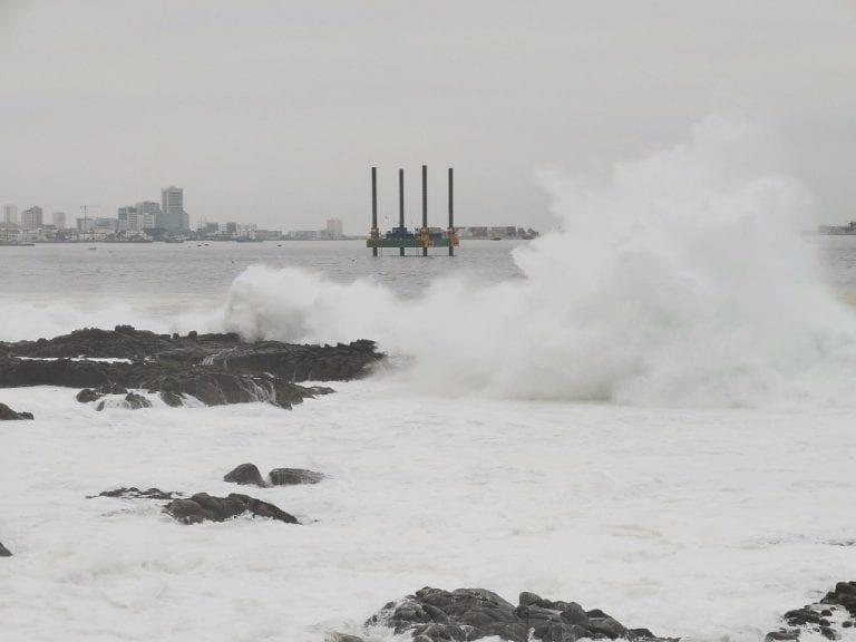 """Marejadas """"anormales"""" provocan daño en el borde costero en la zona centro y sur del país"""