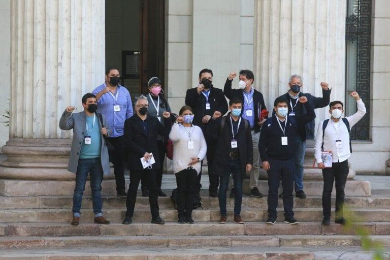 Oposición estalla tras suspensión de primera sesión de Convención Constitucional: exigen renuncia de ministro Ossa