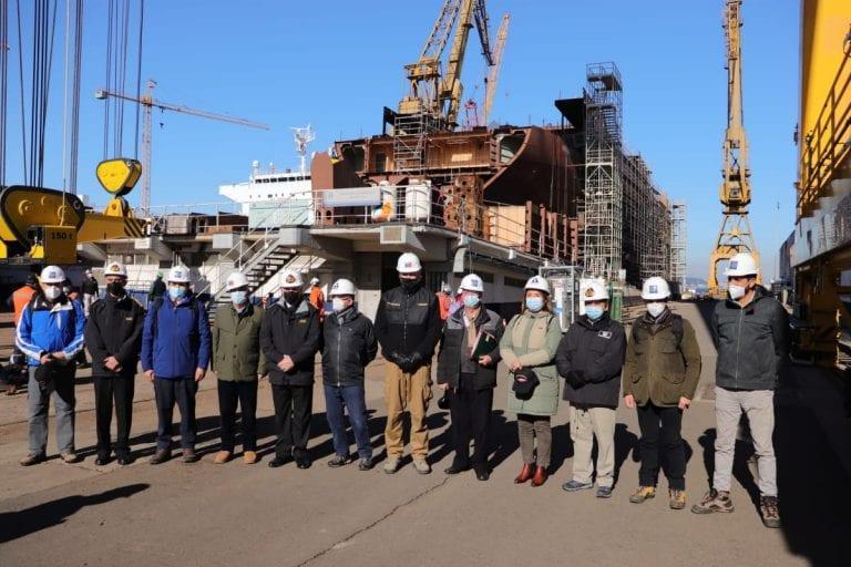 Ministro de Defensa encabezó visita de autoridades de gobierno y parlamentarios a la Base Naval de Talcahuano