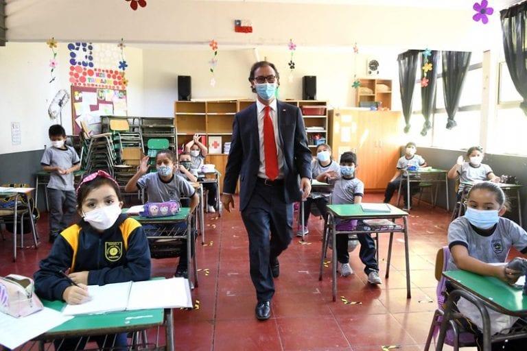 """Bancadas Chile Vamos acusa a la oposición de """"seguir bailando al ritmo"""" del PC por acusación contra ministro Figueroa"""
