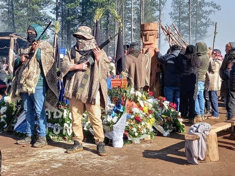Gobierno confirma detención de dos personas portando armas y que fueron usadas en funeral de Pablo Marchant