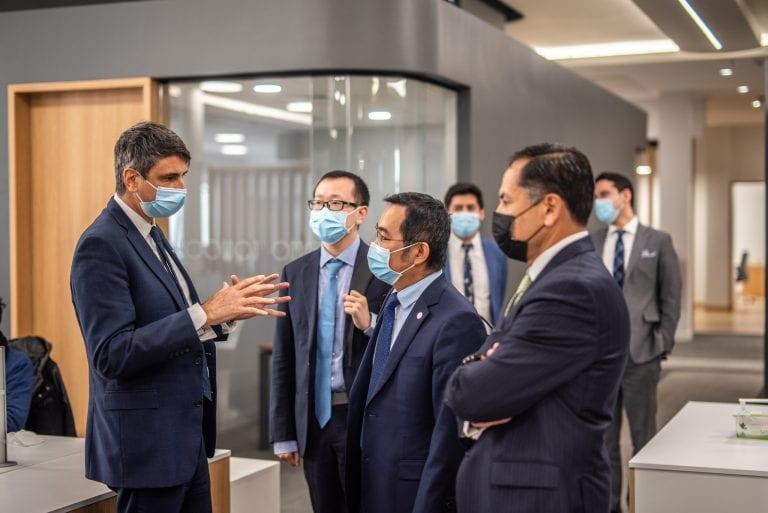 Ministro de Ciencia recibe a delegación de laboratorio Sinovac por proyecto de instalación de planta de vacunas en Chile