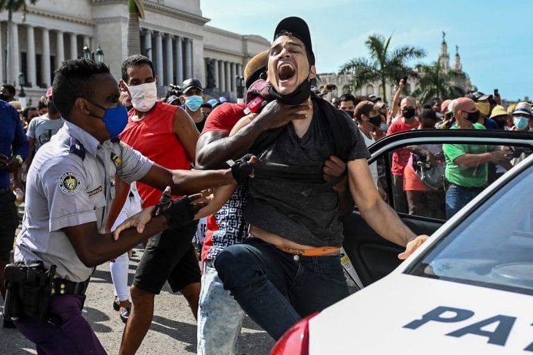 HRW denuncia más de 150 detenidos por protestas en Cuba y Amnistía Internacional también denuncia represión del régimen