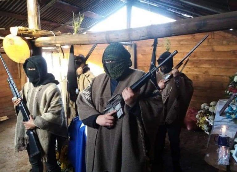 """""""Escolta"""" en velorio de weichafe abatido el pasado viernes en Carahue porta fusil de guerra no usado en las FF.AA. ni policías chilenas"""