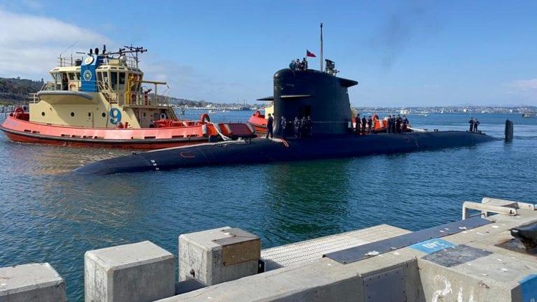Submarino chileno recala en el puerto estadounidense de San Diego