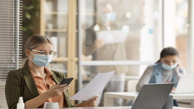 56% de las empresas todavía no tiene claro cómo se harán cargo del Seguro Covid
