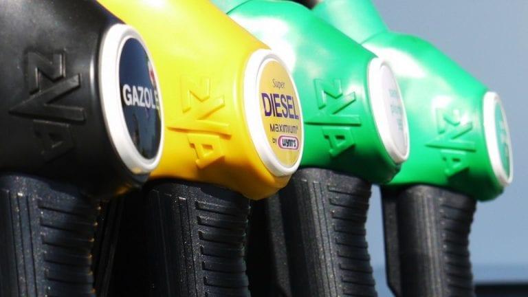 Índice de gasolina 2021: el chileno medio comprará 712 litros