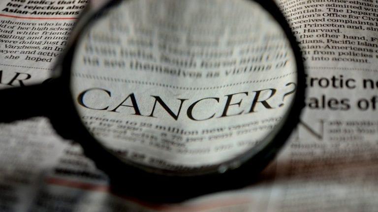 Mortalidad por cáncer es 8 veces mayor en Chile según nivel educativo de las personas