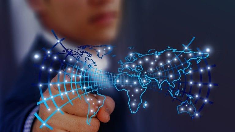 La silenciosa incorporación de la IA en nuestras rutinas y el gran desafío tecnológico para Chile