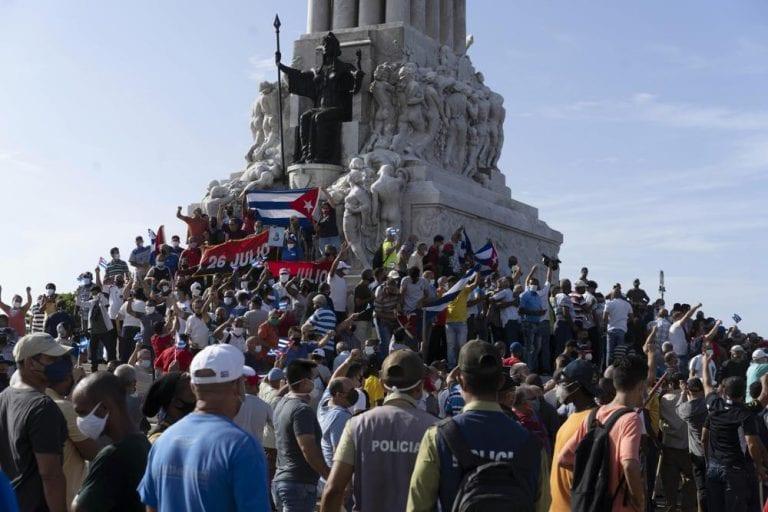 Bancada DC ingresa proyecto de acuerdo que pide solidarizar con el pueblo cubano y respeto a los DDHH, pero nada dice de mismas situaciones que ocurren en otros países como China