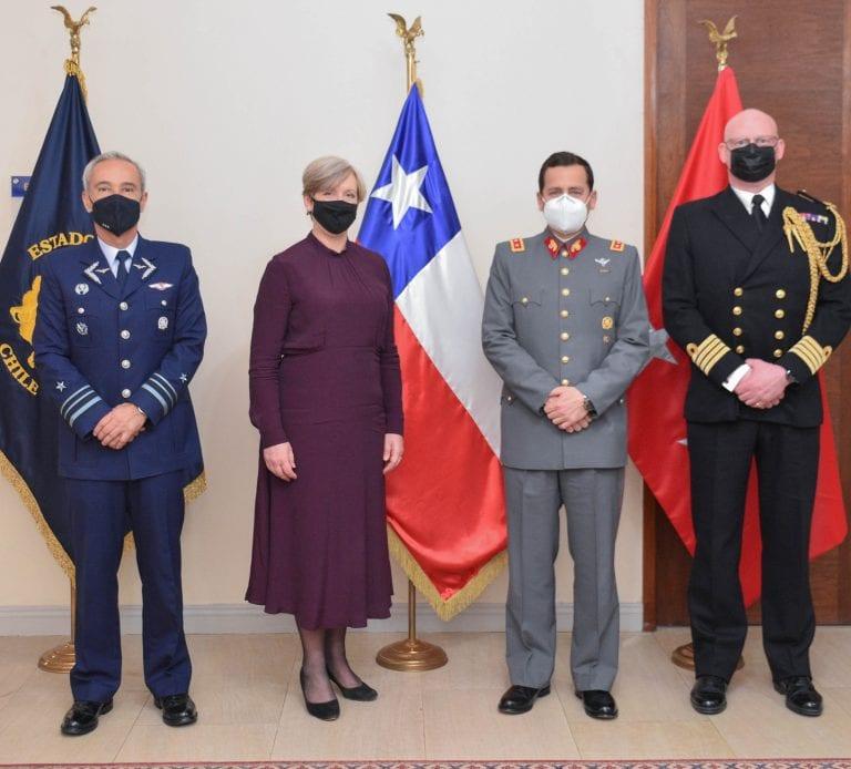 Embajadora del Reino Unido y Agregado de Defensa se reúnen con Jefe del Estado Mayor Conjunto
